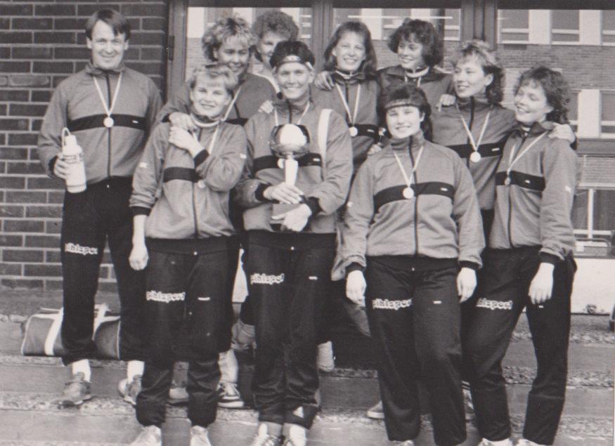 naiset 89-90
